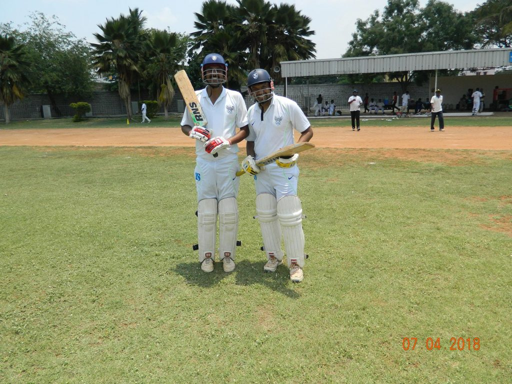 Zairyo Smashers' batsmen looking excited before the 6th innings.
